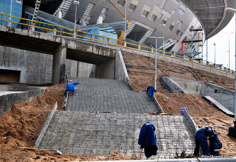 Стадион «Зенит-Арена». У подножия «летающей тарелки». Тоже 7 апреля 2016 г.