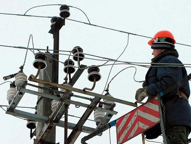 «Янтарьэнерго» восстанавливают энергоснабжение в Калининградской обл